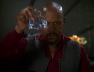 Benjamin_Sisko_toasts_the_good_guys