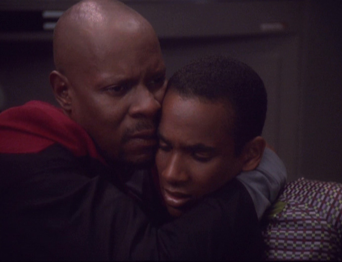 Sisko_hugs_Jake