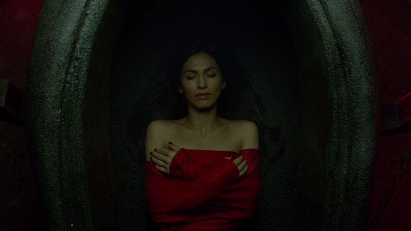 ep-13-Elektra-tomb